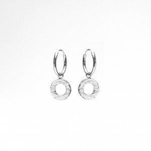 Zilveren oorringen met reliëf open cirkels
